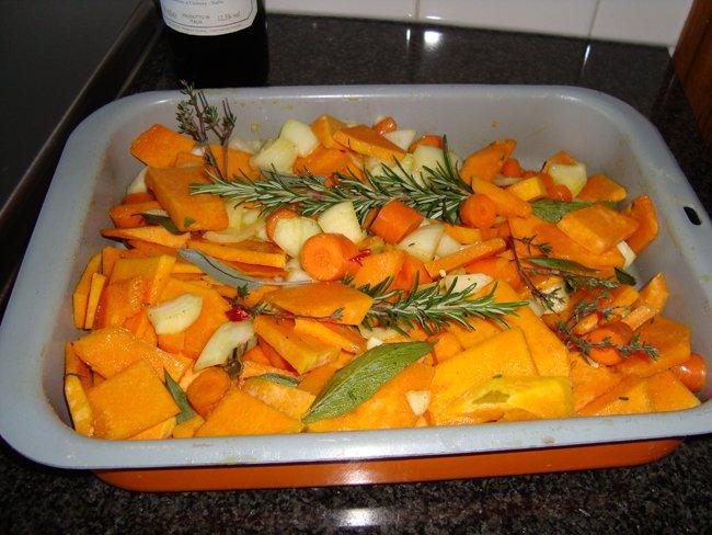 Kruidige soep met geroosterde pompoen en wortelen 1