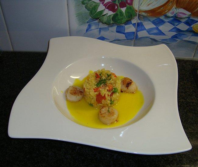Sint Jacobsvruchten, risotto met rivierkreeftjes en saffraansaus 1