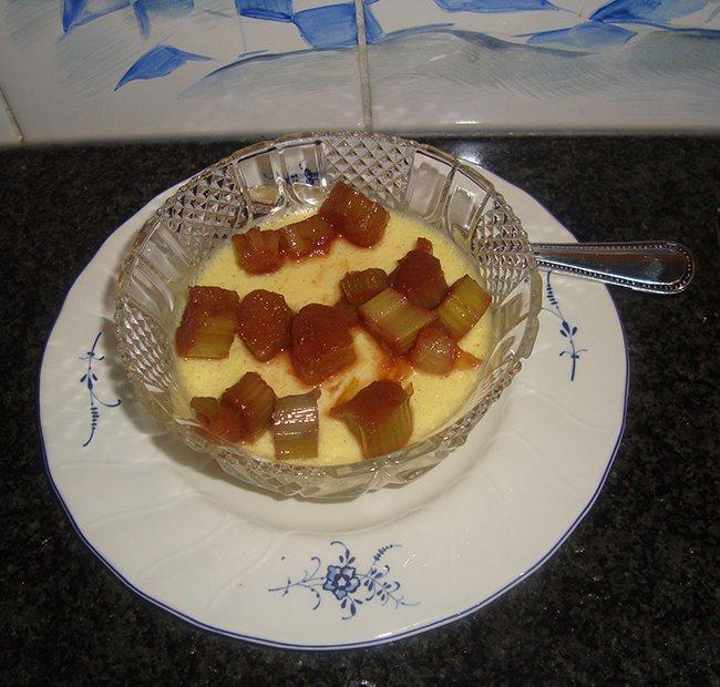 Vanillebavarois met in porto gestoofde rabarber 1