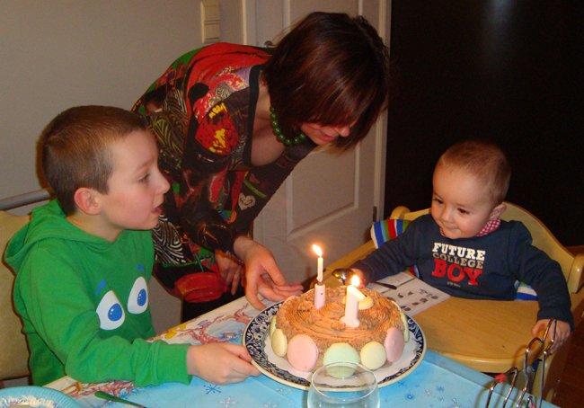 Verjaardagstaart met mascarponemousse en macarons 1