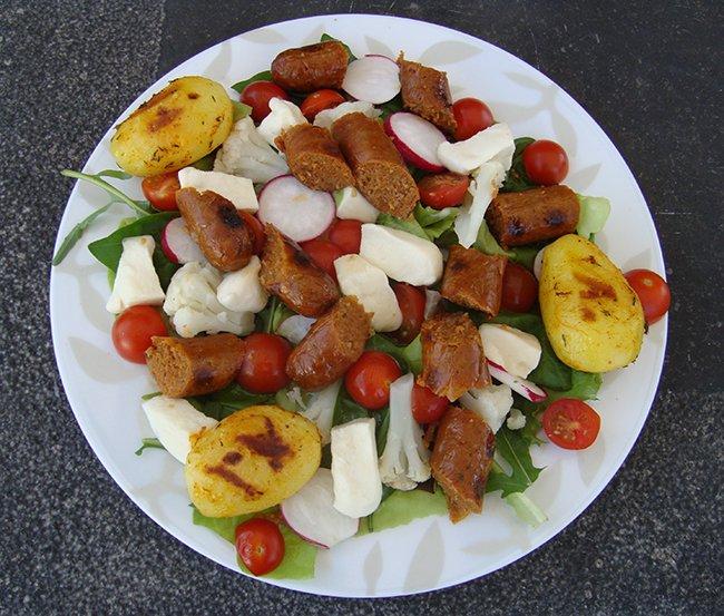 Zomerse salade met mozarella en merguez 1