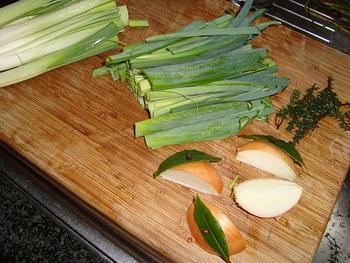 Eenvoudige runderbouillon met groentjes 2