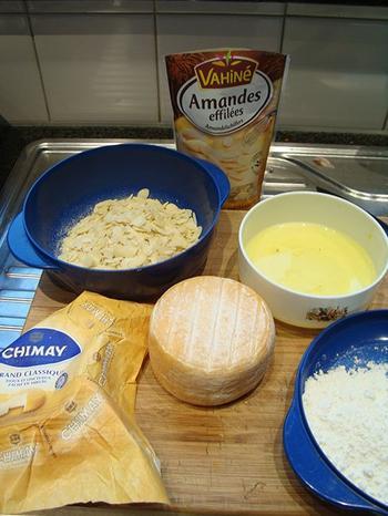 Met amandelschilfers gepaneerde kaas en gebakken peer 2