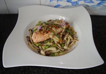 Zalmfilet met beukenzwammen en groene risotto 5