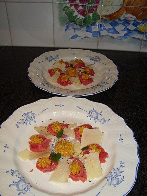 Carpaccio met paprikapesto en kaas 1