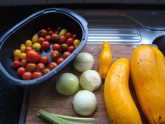 Gele courgettesoep met gember en tomaat 1