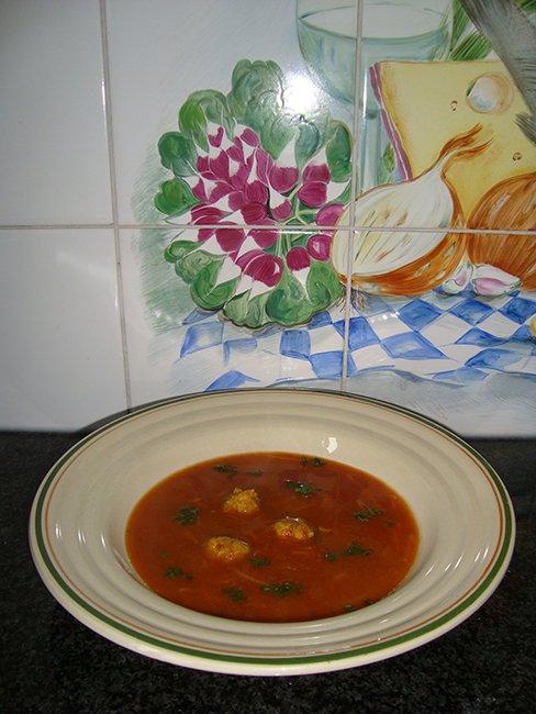 Tomatensoep met balletjes en vermicelli 1