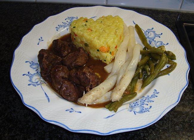 Varkenswangen met risotto en groentjes 1