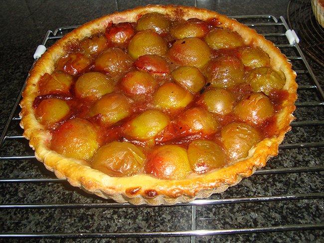 gebak met verse pruimen