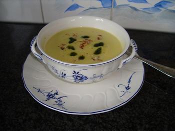 Bloemkoolsoep met saffraan en peterseliecoulis 5