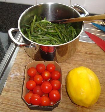 Eenvoudig, gemarineerd varkenshaasje met prinsesboontjes, tomaatjes en frietjes 7