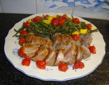 Eenvoudig, gemarineerd varkenshaasje met prinsesboontjes, tomaatjes en frietjes 10