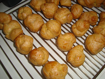 Hartige soezen met erwtenmousse, kruidenkaas of paté in de thermomix 7