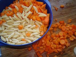 Kids favorites: ovenschotel van deegwaren, kip, wortelen en kaassaus 2