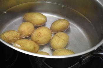 Kruidig gebakken krielaardappeltjes 3