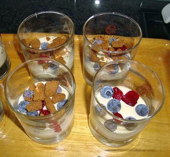Mascarpone met speculaas en fruit in een glaasje 7