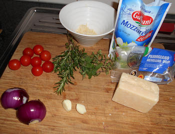 Pasta met mozzarellaparels, rode pesto en kerstomaatjes 2