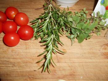 Pasta met mozzarellaparels, rode pesto en kerstomaatjes 3