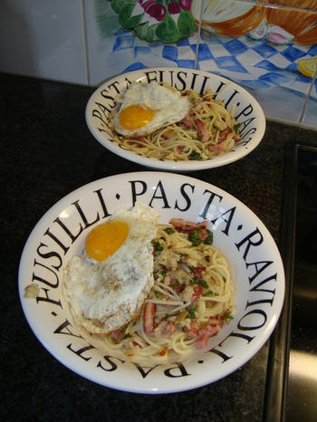 Spaghetti met spek, spiegelei en kaassaus 6