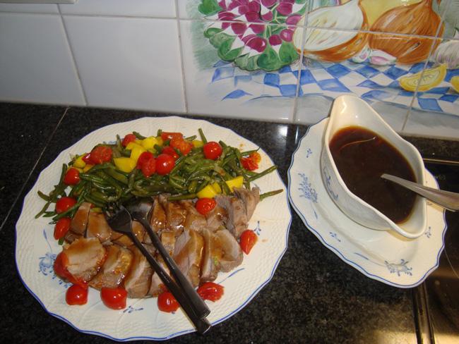 Eenvoudig, gemarineerd varkenshaasje met prinsesboontjes, tomaatjes en frietjes 1