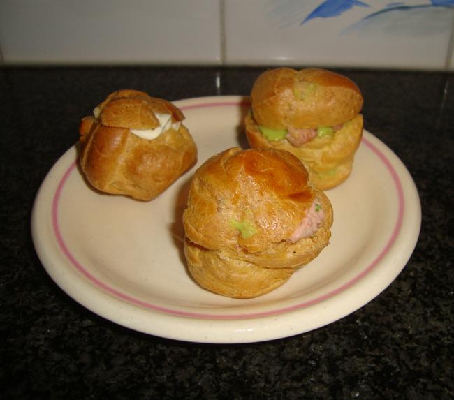 Hartig gevulde soesjes met erwtenpuree, kaas of paté 1