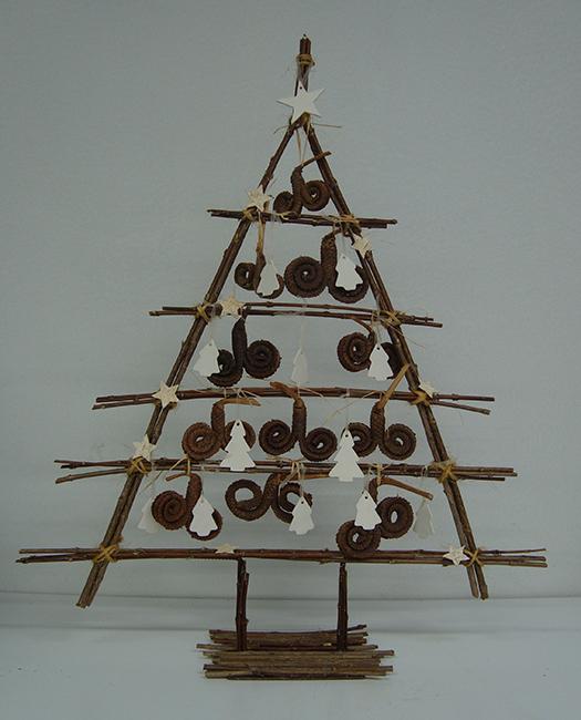 Kerstboom met takken , bloemschikken , kerstmis  u2022 Gette