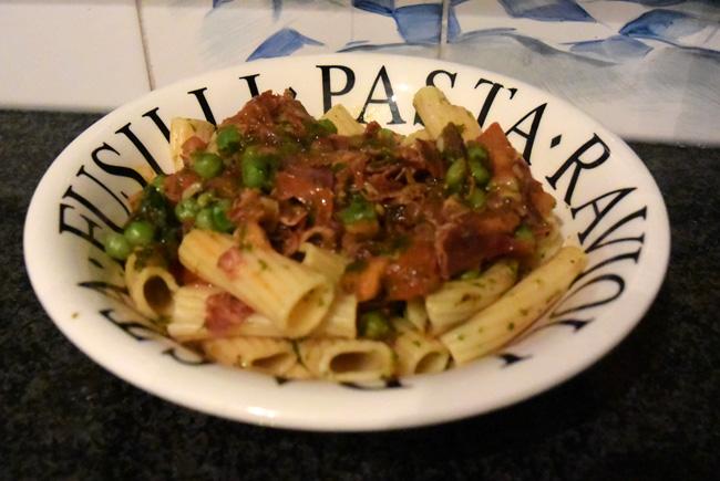 Pasta met pancetta, doperwten en tomaat 1
