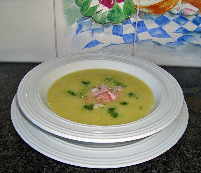 Romige looksoep met ham en tuinkerscouilis 1