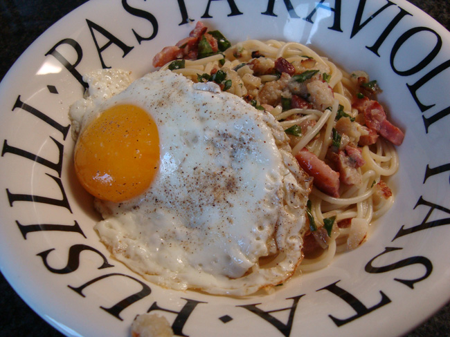 Spaghetti met spek, spiegelei en kaassaus 1