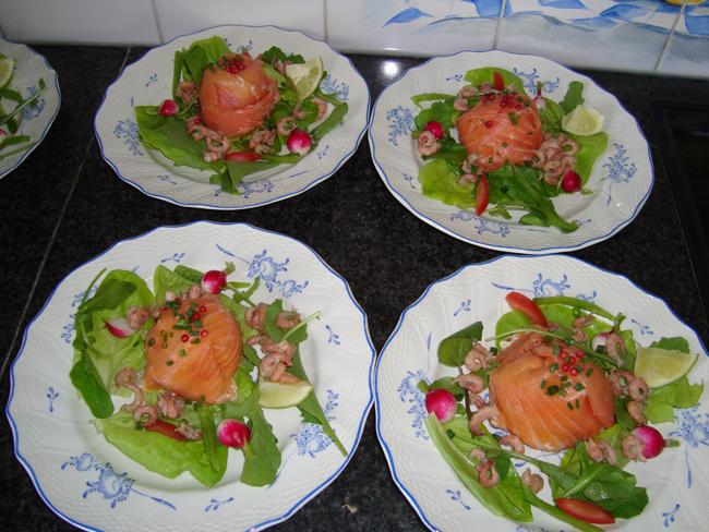 Zalmtimbaaltje met avocado en garnalen 1