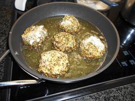 Falafel van linzen en pompoen met stamppot en uiensaus 8