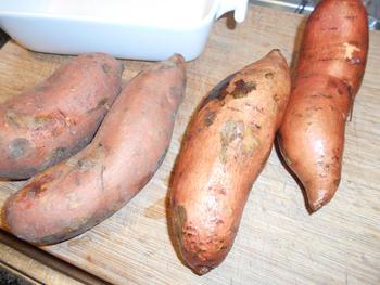 Gebakken, zoete aardappelen met vis in papillot en champignons 3