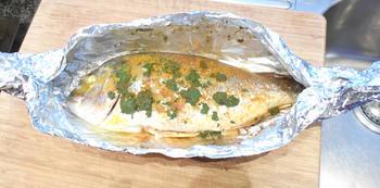 Gebakken, zoete aardappelen met vis in papillot en champignons 9