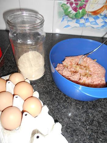 Gehaktbrood met stukjes aardbei 3