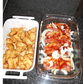 Gemarineerde varkensribbetjes met aardappeltjes in de oven 6