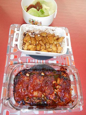 Gemarineerde varkensribbetjes met aardappeltjes in de oven 7