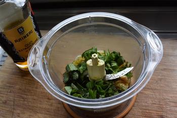Hapje van zalmblokjes met pesto-aardappelpuree 4
