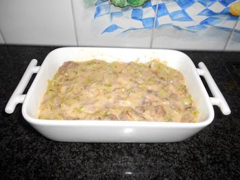 Ovenschotel van prei, vlees, saus en aardappelpuree 4