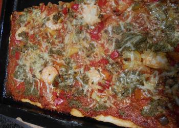 Pizza met geroosterde paprikasaus en zeevruchten 7