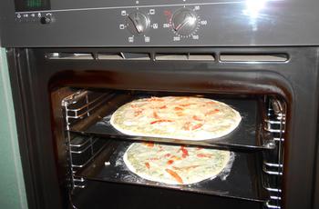Pizza met zure room en gerookte zalm 5