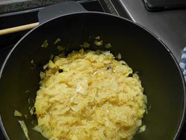 Zuurkool met braadworst en gebakken aardappelen 4