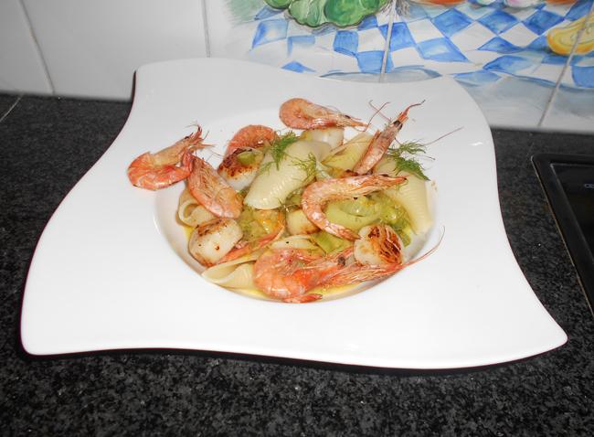 Conchiglioni of andere pasta met sint Jacobsschelpen en scampi 1