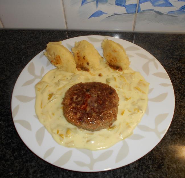 Duitse biefstuk of rundergehakt met witloof in kaassaus 1