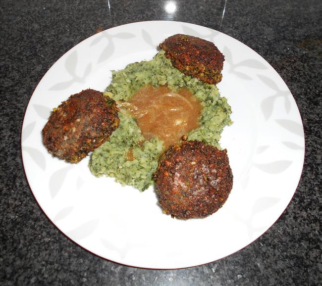 Falafel van linzen en pompoen met stamppot en uiensaus 1