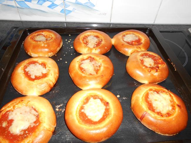 Malse minipizza's van sandwichdeeg 1