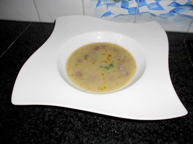 Oosterse bloemkoolsoep met witte bonen en kokosmelk 1