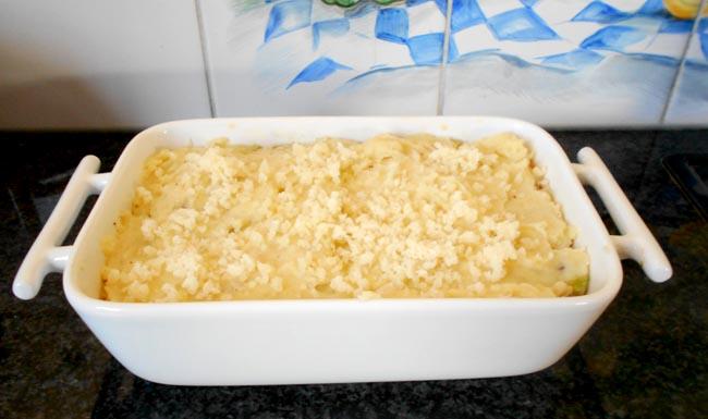 Ovenschotel van prei, vlees, saus en aardappelpuree 1