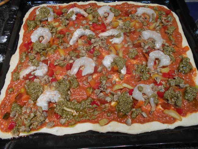 Pizza met geroosterde paprikasaus en zeevruchten 1