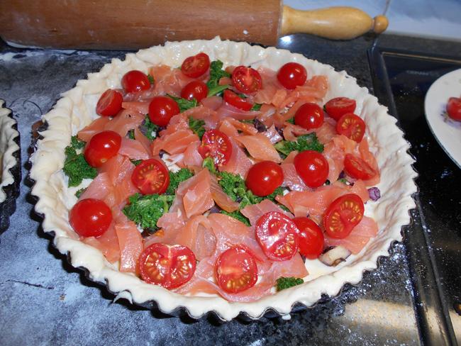 Quiche met boerenkool (kale), gerookte zalm en tomaatjes 1
