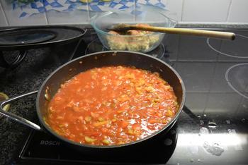 Bleekselder, paprika en gehaktballen in tomatensaus 8
